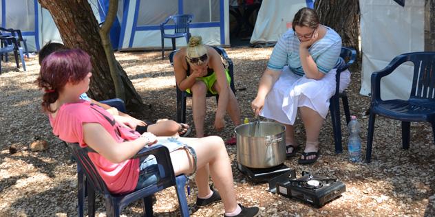 Jugendliche auf einem Campingplatz,© Lisa Abt, EJ Ansbach
