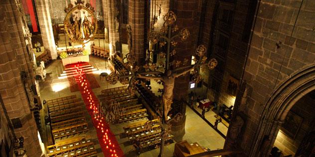 Nuernberg St.Lorenz Innenraum von oben